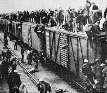 unemploymed men on boxcars in 30s